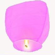 Lampion štěstí růžové barvy. Rozměry: 40 x 60 x 106cm (40cm v nejužším místě, 60cm v nejširším místě, 106cm výška).