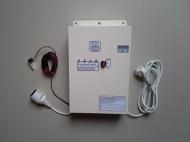 Náhradní zdroj NZ UNI B18 závěsný je přístroj k zálohování síťového napětí, především pro oběhová čerpadla ústředního topení do příkonu 150W a jiná zařízení až do příkonu 200W.