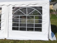 Bočnice 2x2,6m s oknem využijete v zahradních párty stanech XXL PREMIUM jako alternativu k plným bočnicím.