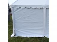 Bočnici 2x2,6m plnou využijete v zahradních párty stanech XXL PREMIUM jako alternativu k bočnicím s oknem.