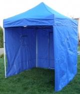 Nůžkový stan 2x2 m CLASSIC modrý se 4 boky se snadno a rychle skládá a díky odolným bočnicím vás skvěle ochrání při nepřízni počasí.
