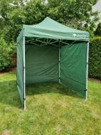 Nůžkový stan 2x2 m CLASSIC zelený se 4 boky se snadno a rychle skládá a díky odolným bočnicím vás skvěle ochrání při nepřízni počasí.