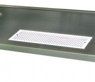 Vevaření odkapní misky do výčepní desky nebo výčepního stolu.