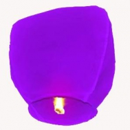 Lampion štěstí fialové barvy. Rozměry: 40 x 60 x 106cm (40cm v nejužším místě, 60cm v nejširším místě, 106cm výška).